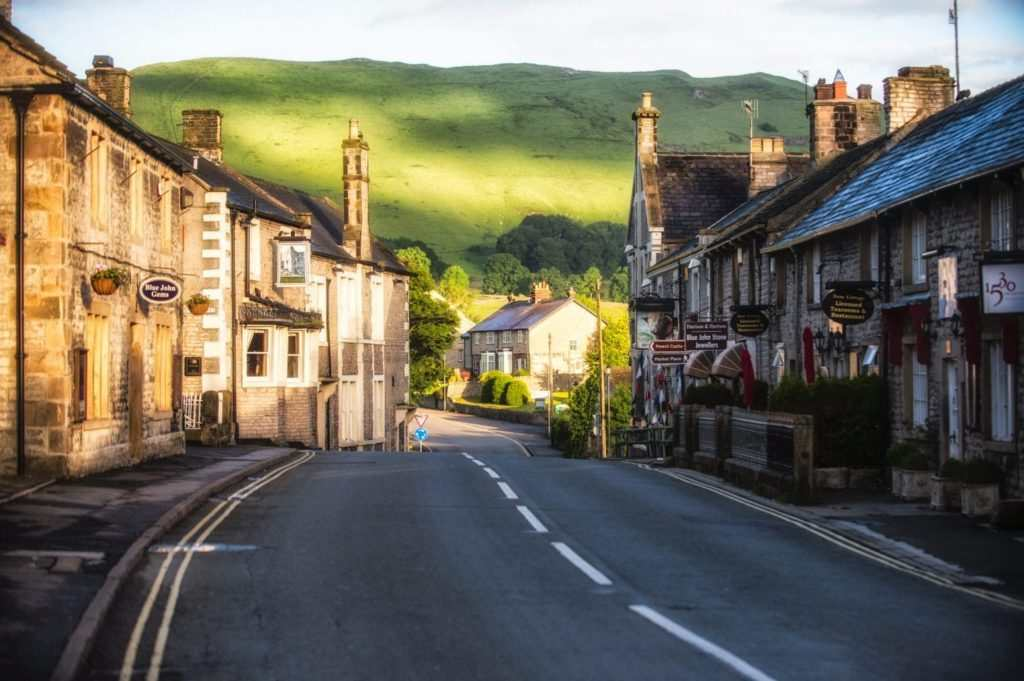 10 Best Days Out in the Peak District : Castleton