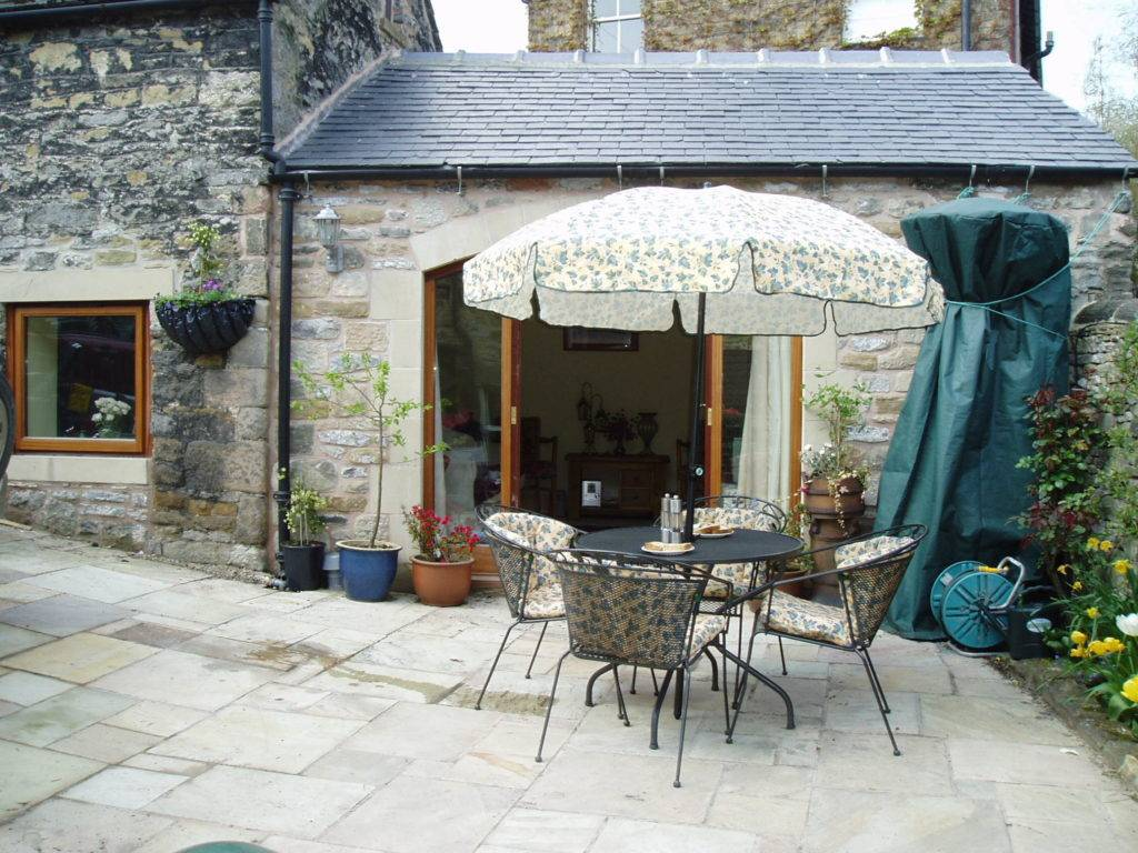 The pretty patio and outdoor space at Chestnut Barn