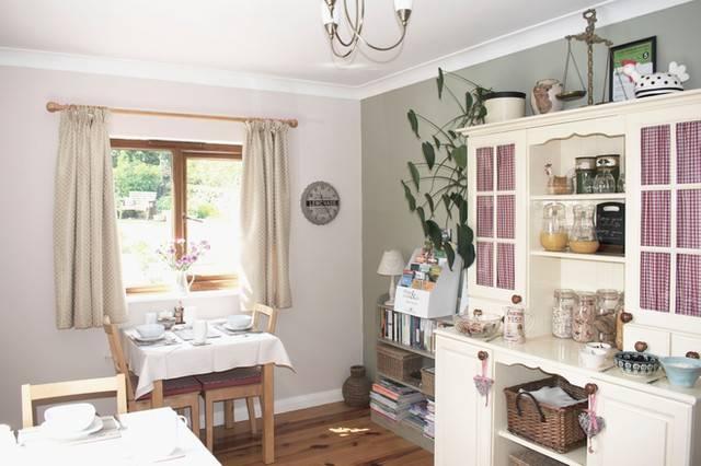 Innisfree Cottage breakfast room