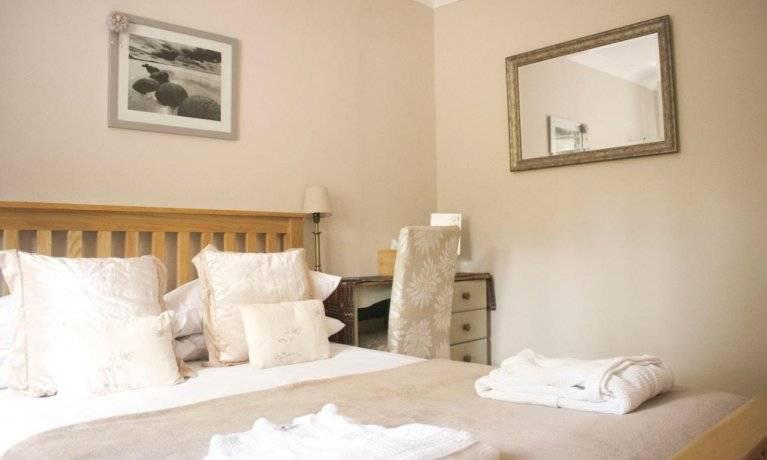 Innisfree Cottage bedroom